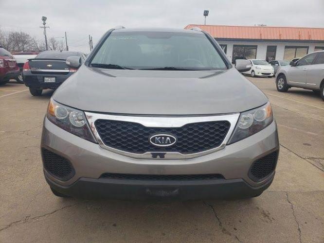2012 Titanium Silver /Black Cloth Interior Kia Sorento LX 4WD (5XYKTDA25CG) with an 3.5L V6 DOHC 24V engine, 6-Speed Automatic transmission, located at 11700 Garland Rd., Dallas, TX, 75218, (214) 321-6450, 32.852482, -96.678986 - Photo #0