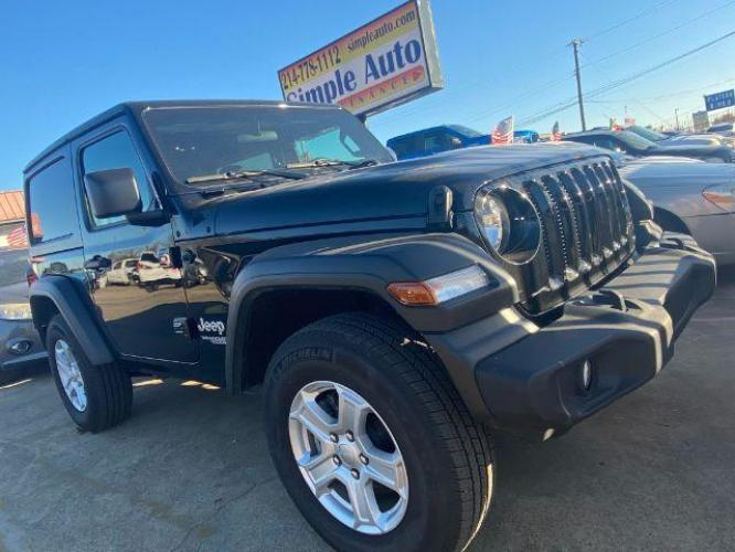 2018 Silver Jeep Wrangler Unlimited Sport (1C4HJXDG9JW) with an 3.6L V6 DOHC 24V FFV engine, 6-Speed Automatic transmission, located at 11700 Garland Rd., Dallas, TX, 75218, (214) 321-6450, 32.852482, -96.678986 - Photo #0