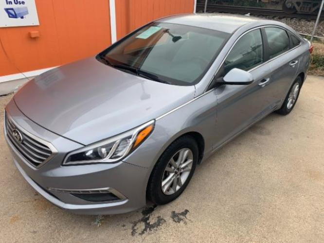 2015 Shale Gray Metallic /Gray Hyundai Sonata SE (5NPE24AF1FH) with an 2.4L L4 DOHC 16V engine, 7-Speed Automatic transmission, located at 11700 Garland Rd., Dallas, TX, 75218, (214) 321-6450, 32.852482, -96.678986 - Photo #0
